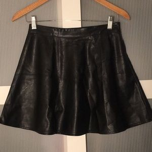 ✨3/$25 LIKE NEW Faux Leather Black Skirt